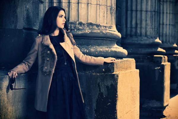 秋冬ファッションの女性イメージ