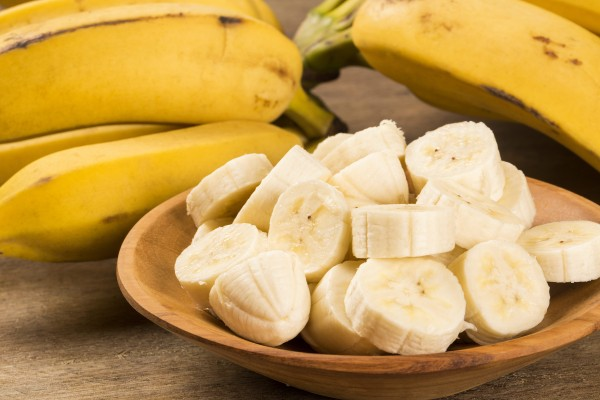 輪切りのバナナとバナナの房
