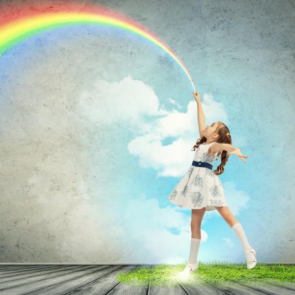 虹を描く少女