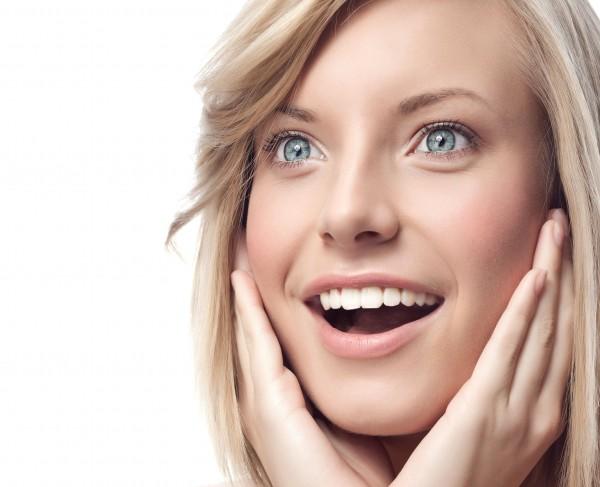 顔の肌がきれいな女性イメージ