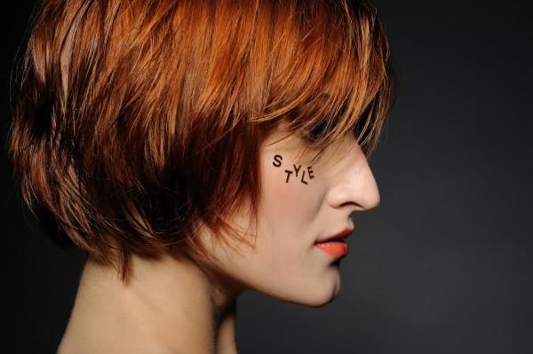 ウェットでショートヘアスタイルの女性イメージ