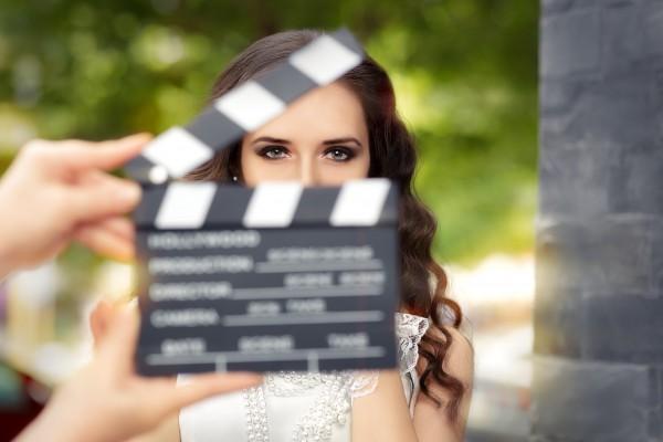 映画撮影中の女優イメージ
