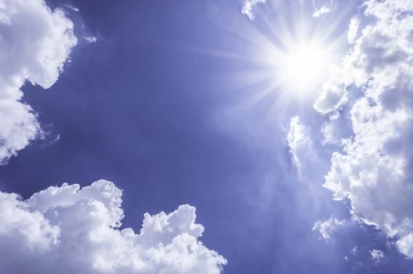 紫外線がきつい青空