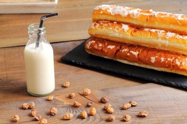 タイガーナッツとミルク、パン