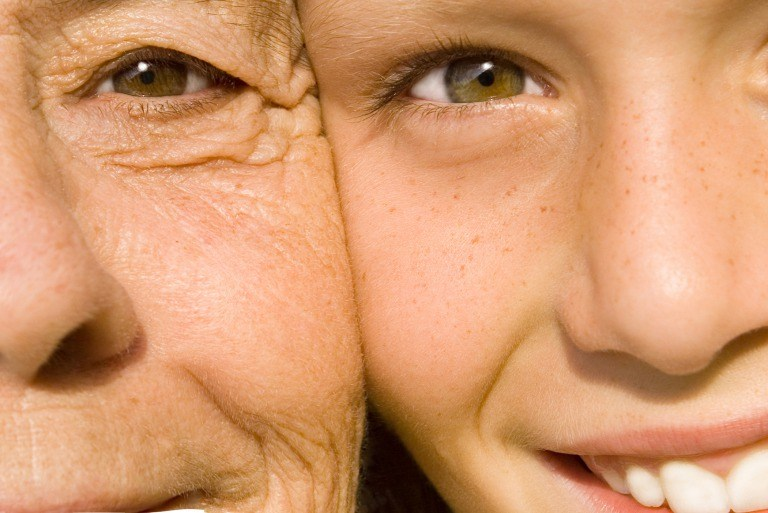 若年期と老年期の目元の違い