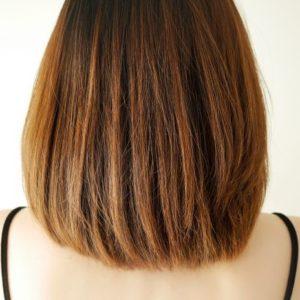 ブラウンヘアカラーの女性