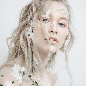 色白のきれいな女性